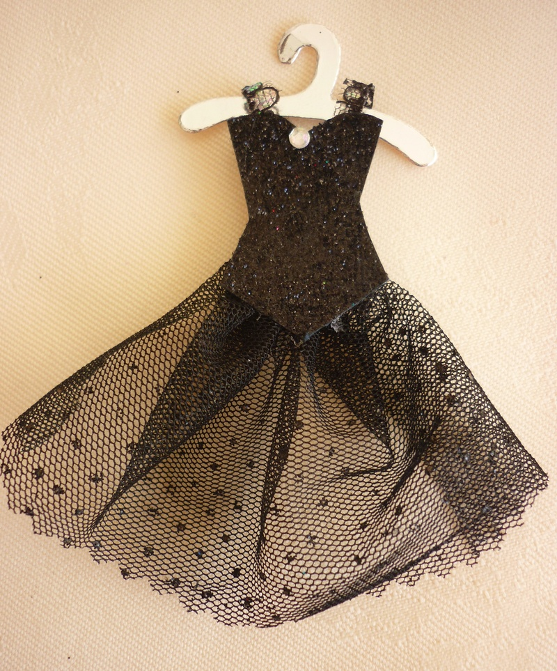 Making Mini Dresses and clothes for cardmaking and